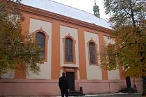 Prostranství u kostela kde měly být stánky