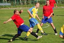 Okresní přebor: Olympie Březová B - Spartak Chodov B (ve žlutém)