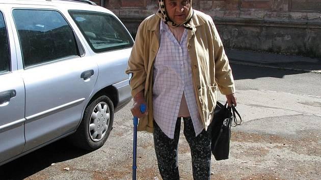 Důchodkyně Margita Gabčová z Nového Sedla by ráda odplula do Ameriky na lodi. Je nemocná a právě tam  by se prý chtěla uzdravit.