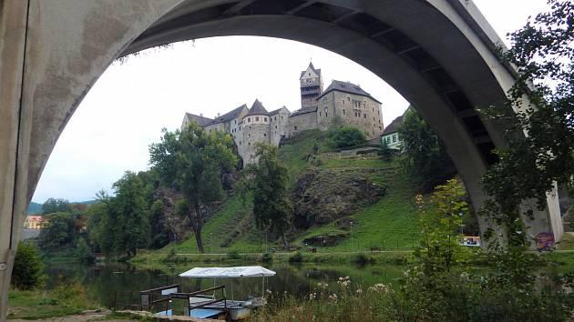 Silniční most v ulici T. G. Masaryka v Lokti je železobetonový obloukový most z roku 1936, který překlenuje údolí řeky Ohře v Lokti.