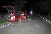 Nehodu nepřežil spolujezdec. Mladému řidiči hrozí šest let vězení.