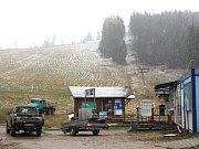 Pohled na bublavské skicentrum, které intenzivně pracuje na odstranění následků po ničivé vichřici.