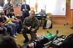 Žáci druhého stupně loketské základní školy absolvovali program s názvem Příprava občanů k obraně státu.