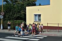 Nový chodník a přechod s osvětlením v Masarykově ulici v Novém Sedle zvýší zejména bezpečnost dětí, nachází se v blízkosti základní a mateřské školy.