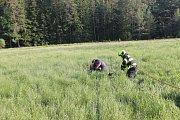 Žena při hledání kešek uvízla v rašeliništi.