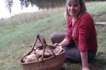 Jitka Hlavsová z Lokte nasbírala se svým mužem desítky hub v loketských lesích.
