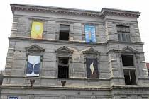 LOKETSKÁ DVORANA. Přes dezolátní stav se městu podařilo zapsat Dvoranu na seznam kulturních památek.