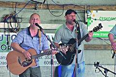 Kapela Bugr Band festiválek zahájila.