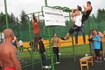 Sportovcům i náhodným kolemjdoucím se během charitativního Dne shybu podařilo udělat celkem 12 507 shybů.
