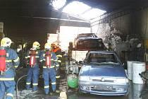 Hasiči dostali požár pod kontrolu rychle, zraněný byl jeden muž