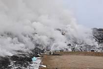 Požár skládky u Vintířova