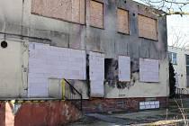 Nová knihovna vznikne místo vyhořelé budovy knedlíkárny.
