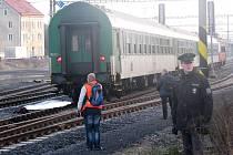 Ve čtvrtek 3. prosince usmrtil nedaleko nádraží v Sokolově vlak mladíka, který riskantně přecházel kolej.