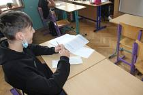 Jeden z deváťáků při přípravě na letošní přijímací zkoušky.
