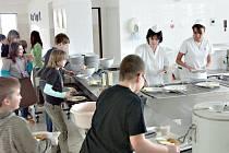 Město investuje postupně do všech jídelen a kuchyní ve svých školských zařízeních. Na snímku je základní škola v ulici Běžecká