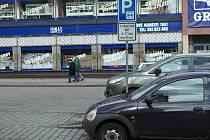 Parkoviště na začátku ulice Lidické nábřeží