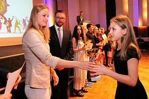 Poháry předávala nadějným sportovcům plavkyně Simona Baumrtová Kubová.