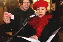 VYHLÁŠENÍM Českého papaláše roku 2011 provázela Ester Kočičková.