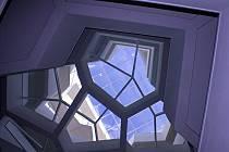 Prosklené mnohoúhelníky přivádějí světlo až do přízemí sedmipatrové budovy.