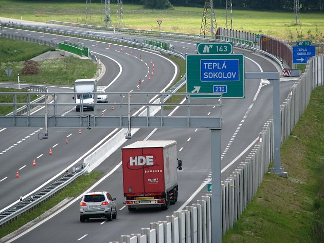 Města a obce v blízkosti R6 zaznamenávají navýšení dopravy.