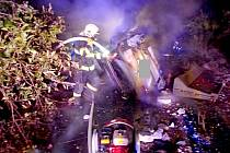 V havarovaném autě u Lokte uhořel řidič.