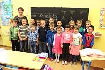 Žáci 1. A Základní školy Dukelská v Kraslicích střídní učitelkou Lenkou Paškovou