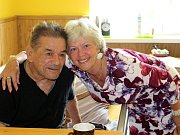 Mezi seniory v Domě klidného stáří ve Svatavě je Věře Krumlíkové dobře. Dochází za nimi denně kromě víkendu.