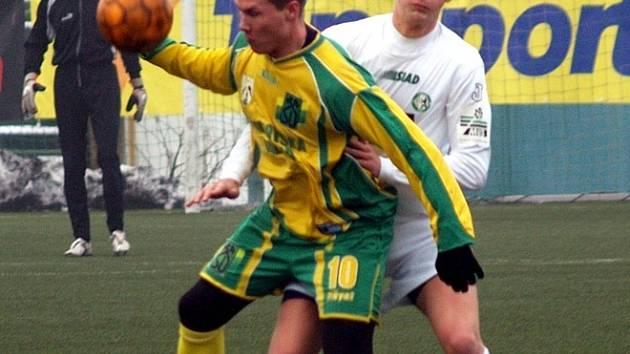 Mezi nejaktivnější hráče Baníku v Mostu patřil útočník Mlika.