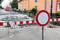 Úpravy v chodovské Bezručově ulici mají zklidnit dopravu i riskující řidiče