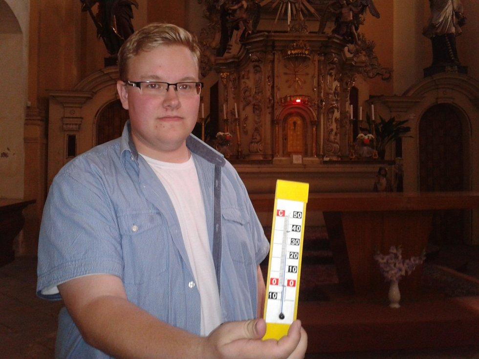 TEPLOTA v chodovském kostele nepřesáhla 25 stupňů.