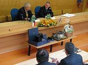 Prezident Miloš Zeman při své návštěvě kraje dostal jako dar dvakrát i model z dílny odsouzených.