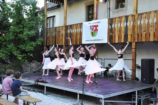 V Horním Slavkově se koná Krajská postupová přehlídka dětských skupin scénického tance.