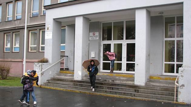 Budova školy v Sokolovské ulici je stále na prodej