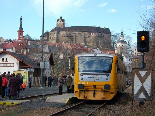 Loni se podařilo obnovit část železniční tratě z Lokte do zastávky Loket předměstí. Další část železnice až do Horního Slavkova má šanci na znovuzprovoznění nyní.