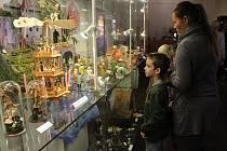 Výstavu betlémů ze sbírek muzea si přišly prohlédnout i děti z přípravné třídy ZŠ Sokolov, Běžecká.
