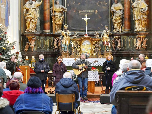 Vánoční koncert Roháčů zní v kostele v Chlumu Svaté Maří každý rok.