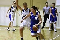 II. liga basketbalistek: Liberec - Sokolov (v modrém)
