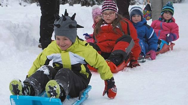 Užijí si letos děti zimní radovánky na sněhu?