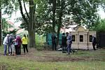 Slavnostní odhalení restaurované rodinné hrobky Gaschů si nenechaly ujít desítky lidí, včetně potomků významného průmyslníka.