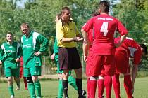 Okresní přebor:BU Nové Sedlo B - Spartak Chodov B (v červeném)