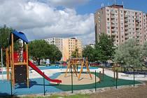 Centrální dětské hřiště na sokolovském sídlišti Vítězná