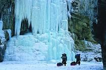 VELKÉ HORY, malý člověk. Takových scenerií zažil Martin Mykiska při své výpravě do Himálaje nepočítaně. Za nejkrásnější okamžiky ale označuje chvíle, kdy v noci všechno utichlo a o životě dával uprostřed hor vědět jen plápolající oheň v jeskyni.