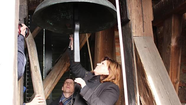 Leticie Vránová Dytrychová je už třetí generací zvonařské rodiny. Její firma vyrobí i dva zvony pro Chodov.