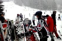 NEDĚLE byla v letošní lyžařské sezóně nejsilnějším návštěvním dnem.
