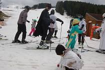 Karneval na lyžích v horské Bublavě.
