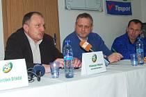 Tisková konference před začátkem sezony, zleva Vítězslav Hejret, Jan Picka a Radoslav Látal