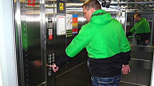 MODERNÍ výtahy v sokolovské nemocnici.