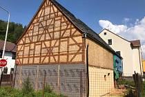 Spolek opraví historické hrázděnce stěny.