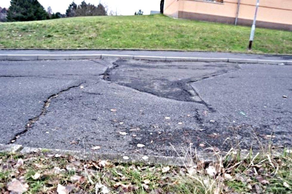 Stát dodá miliony na opravu silnice v Sokolově.