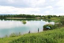 Přírodní koupaliště Bílá voda v Chodově.
